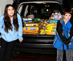 Eden's Mitzvah Project - Helping Keep Pets and Their People Together